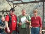 2005/8349/siegerehrung-wurfscheibe---jens-pfeifer-sv Siegerehrung Wurfscheibe - Jens Pfeifer, SV Laucha, erhält eine Urkunde und einen Pokal - 16.04.2005