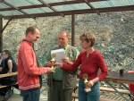 2005/8351/siegerehrung-kk-lang---jan-goldacker Siegerehrung KK lang - Jan Goldacker SV Laucha erhält eine Urkunde und einen Pokal - 16.04.2005