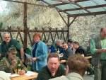 2005/8354/waehrend-der-siegerehrung-vor-dem-schuetzenbungalow Während der Siegerehrung vor dem Schützenbungalow - 16.04.2005