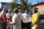 1608--schubkarrenrennen/30773/siegerehrung---1-platz---die Siegerehrung - 1. Platz - die Mannschaft des Schützenvereins - 16.08.2009